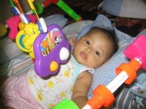 Nadia dan mainan baru