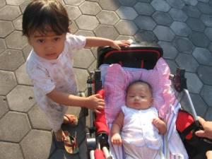 Nadia bersama Kakak Nia