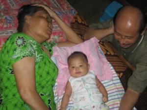 Nadia bersama Yangkung & Yangti Madiun