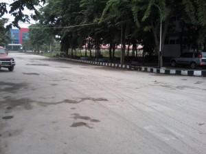 Abu Tebal di Jalan FTI-FTSP
